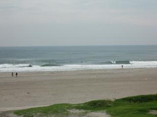 波はやや高い。