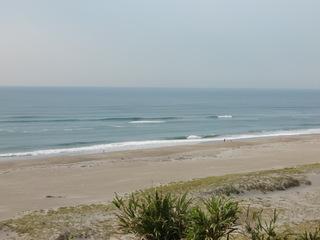 波はまだ高いです