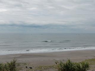 朝、波もある