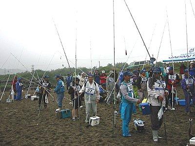 2回戦出場の選手が、テント前に集合しました。