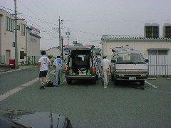 某駐車場に集合の戦士たち。ここで乗り合わせてイザ出陣です。