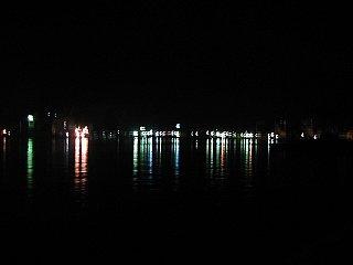 那智勝浦港の夜景です。