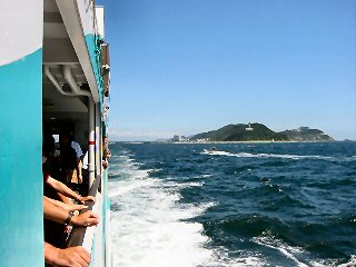 伊良湖水道を走る伊勢湾フェリーです。