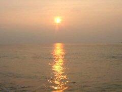 七里御浜の朝日です。