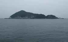 フェリーから見た神島